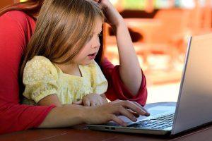 """""""איך גדלת"""": מדוע מדובר באתר פופולארי בקרב הורים?"""